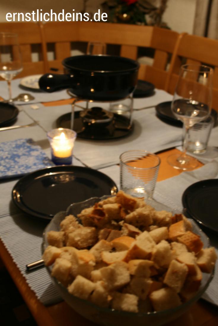Käsefondue Tisch mit Caquelon und Rechaud l ernstlichdeins